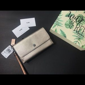 🆕NWT Coach pebble leather wristlet/wallet